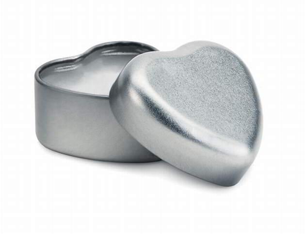 Lippenbalsem in een blikje. het blikje is in de vorm van en hartje. uw logo kunnen wij graveren met uw logo ...